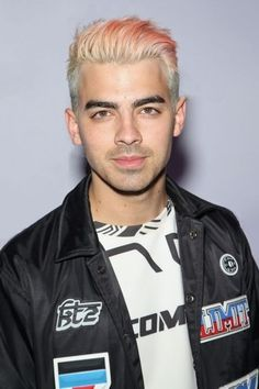 Joe Jonas debuts new hair color.