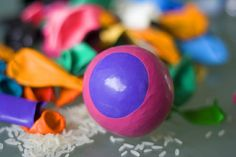 Make you own juggling balls here! Really quick, easy and not to mention fun! Once you have finished this easy DIY learn how to juggle here! Anti Stress Ball, Chronischer Stress, How To Juggle, Yoga For Kids, Cool Kids, Kids Fun, Make Your Own, Easter Eggs, Easy Diy
