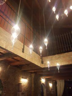 Ampoule Gouttes Track Lighting, Chandelier, Ceiling Lights, Home Decor, Gout, Light Bulb, Kitchens, Candelabra, Decoration Home