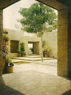 Casa de Huéspedes Ilustres, Cartagena, Colombia. Rogelio Salmona. Architecture Drawings, Contemporary Architecture, Small Gardens, Dream Garden, Urban Design, Beautiful Gardens, Interior And Exterior, Landscape Design, Brick