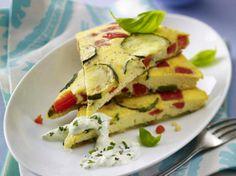 Unser beliebtes Rezept für Paprika-Zucchini-Tortilla mit Kräuterquark und mehr als 55.000 weitere kostenlose Rezepte auf LECKER.de.