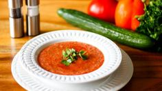 Lo último de Chicote: el gazpacho del chef que se hace en solo tres pasos Best Gazpacho Soup Recipe, Easy Summer Dinners, Pickling Cucumbers, Andalusia, No Cook Meals, Soup Recipes, Clean Eating, Yummy Food, Delicious Recipes
