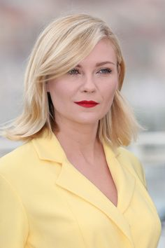 Kirsten Dunst at the 2016 Cannes jury photocall. http://beautyeditor.ca/2016/05/24/cannes-film-festival-2016
