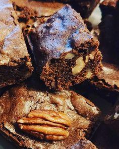 Bonsoir je vous donne la recette de mon brownies sans gluten aux noix de pécan. J'ai arrangé ma recette pour pouvoir le manger sans gluten avec de la farine de châtaigne et sarrasin . Cuisson au cake factory : programme 1 J ai réduit à 21 minutes au lieu... Brownie Sans Gluten, Cookies, Crackers, Glutenfree, Brownies, Pancakes, Chocolate, Desserts, Food