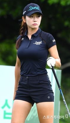 Girls Golf, Ladies Golf, Sexy Asian Girls, Beautiful Asian Girls, Mens Golf Fashion, Girl Golf Outfit, Womens Golf Shirts, Sexy Golf, Swimming Sport