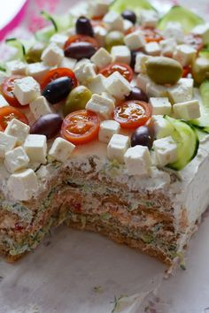 tzazikivoileipäkakku tzatziki sandwich cake I Love Food, Good Food, Yummy Food, Tasty, Tzatziki, Cake Sandwich, Savoury Baking, Vegan Meal Prep, Savory Snacks