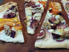 Flammkuchen mit Kürbis #Apero #Apèro #Rezept #schnell #einfach #günstig #selbstgemacht #vegetarisch Buffet, Vegetable Pizza, Vegetables, Food, Homemade, Easy Meals, Food Food, Recipes, Vegetable Recipes