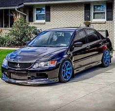 Mitsubishi Lancer Evolution IX. Being a scooby chick i'm not supposed to like the evo. Well screw rivalry this is a hot piece right here holy fuck!! #aintAshamed
