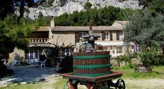 Logis Domaine De Roquerousse - 2 Star #Hotel - $79 - #Hotels #France #Salon-de-Provence http://www.justigo.ca/hotels/france/salon-de-provence/domaine-de-roquerousse_71596.html