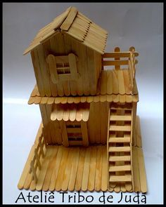 Ateliê Tribo de Judá: Casinha de palito de picolé Popsicle Stick Houses, Popsicle Stick Crafts, Craft Stick Crafts, Easy Crafts, Diy And Crafts, Crafts For Kids, Arts And Crafts, Stick Art, Paper Toys