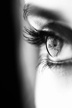 Un regard en noir et blanc - - Un regard en noir et blanc Portrait Girl, Foto Portrait, Black N White, Black And White Pictures, Black And White Portraits, Black And White Photography, Photo Oeil, Fotografie Portraits, Foto Picture