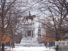 The Robert E. Lee Monument: Richmond, Virginia in winter