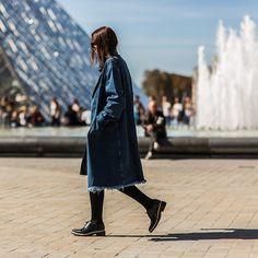 Denim Trench PFW SS15 •  http://ift.tt/17UOoif •  #unknown #woman #wearing #denim #trench #coat #paris #fashionweek #pfw #onabbotkinney #streetstyle #louvre • from http://ift.tt/1reyRDL