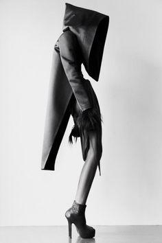 Mode is als een weegschaal, je kleding moet verschillende stijlen en tegenstellingen hebben, anders is de outfit uit balans.