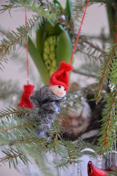 Elfs in the christmas tree.