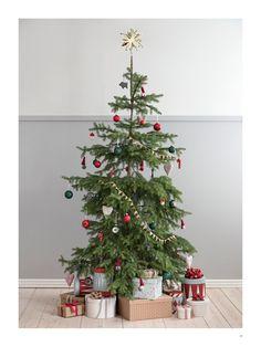 1943 - Nostalgic Christmas—Page 16 Gold Christmas Decorations, Crochet Christmas Ornaments, Gold Christmas Tree, All Things Christmas, Holiday Decor, Christmas 2019, Christmas Tree Storage Bag, Scandinavian Christmas, Blog