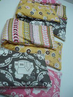 Riley Blake Designs Daisy Cottage Fabric: Feet & neck warmers, also hand...inner lining w/flannel to retain heat longer...great tutorial #rileyblakedesigns #daisycottage #beeinmybonnet