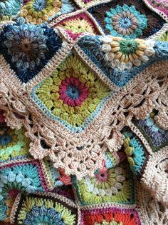 Puff stitch, cluster stitch (?) Sunburst granny (?) circle center crochet blanket, see boeder edging.