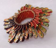 Art Jewelry, Luis Acosta, Artist, bracelet, 2007-2008, six layers of paper stichted, diameter 20 cm, 3.5 cm high,