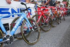 選手の出身国に合わせたカラーリングのバイクを用意: photo:Kei Tsuji