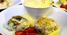 Saftiga fiskburgare med smak av dill och persilja serveras till en krämig rotfruktspuré och gräddig sås.
