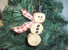 Wine Cork Snowman Ornaments Homemade- I'm going to need everyone to save their wine corks Cline Hill Wine Craft, Wine Cork Crafts, Snowman Christmas Ornaments, Christmas Decorations, Christmas Tree, Christmas Projects, Holiday Crafts, Wine Cork Ornaments, Cork Art