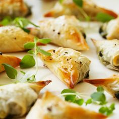 Feta-spinach-triangles are on the menu today! I Love Food, Good Food, Yummy Food, Finnish Recipes, Vegetarian Recipes, Healthy Recipes, Salty Foods, Savoury Baking, Savory Snacks