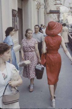 Потрясенные лица советских женщин.