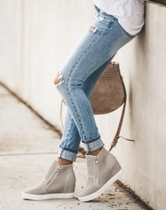 One of the cutest wedges, like seriously ever! A simple wedge perfect for everyday. Pair with cuffed jeans and a camo jacket for a lovely outfit. Or style with a cute pair of shorts and graphic tee. These light wedge sneakers will seriously go w. Grey Wedges, Cute Wedges, Wedges Outfit, Wedge Booties Outfit, Perfect Capsule, Grey Sneakers, Wedge Sneakers Style, Womens Wedge Sneakers, Grey Booties