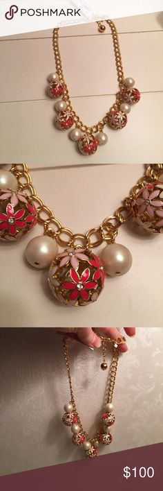 NWT Kate Spade Necklace. Wallflower necklace. Fake pearls alternating with balls of flowers. Gold metal chain. kate spade Jewelry Necklaces