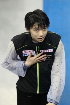Here's to my lovely Hanyu Yuzuru who despite being involved in a nasty crash, still performed scoring silver at COC. That's a true champion for ya. ❤