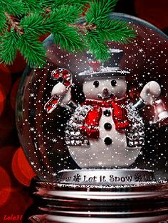 * * * * * Christmas gif ~ How Sweet! Christmas Snow Globes, Christmas Scenes, Noel Christmas, Merry Christmas And Happy New Year, Christmas Pictures, Christmas Greetings, Winter Christmas, Vintage Christmas, Christmas Quotes