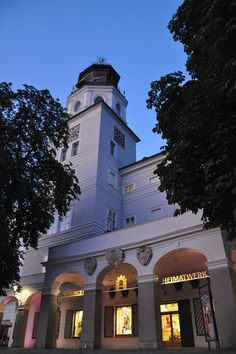Salzburger Heimatwerk   Residenzplatz 9, Salzburg