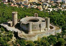 Bellver Castle - City of Palma Chateau Medieval, Walled City, Castle House, Majorca, Secret Places, Beautiful Places To Visit, Spain Travel, Architecture, Old Town