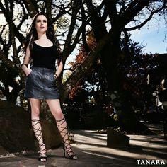 Amamos aqueles sapatos que aparecem antes do resto do look. Essa gladiadora é um exemplo... Todos os holofotes pra ela! É #shoesfirst
