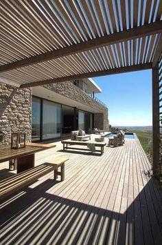 Une terrasse de rêve toute de bois vêtue