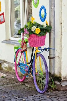 Charming Bicycle Planter Ideas For Your Backyard You'll Love - Garden Old Bicycle, Bicycle Art, Old Bikes, Bicycle Decor, Bicycle Tools, Bike Planter, Edging Ideas, Home Vegetable Garden, Vintage Bicycles