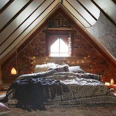 """""""I could sleep here for 100 years #peaceful #sanctuary #zen"""" Hyllan ovanför fönstret - ovanför lilla i huset?  Hänghyllan till vänster - som nattduksbord i huset"""