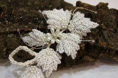 Tocado con flores de perlas