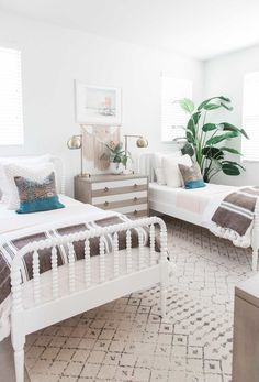 neutral tan brown and white shared kids room with side by side beds. Inspiration for kids room. Gender Neutral Bedrooms, Neutral Bedding, Side Bed, Dressing Room Design, Shared Bedrooms, Stylish Bedroom, Kids Room Design, Girls Bedroom, Twin Bedroom Ideas