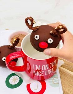 Rudolph Hot Chocolate Bombs Recipe for Christmas. Easy kids recipe. Heat up a mug of milk because we have a list of the BEST easy DIY Hot Chocolate Bombs Recipes. Hot Cocoa Bomb ideas for every occasion with all the goodies including marshmallows, sprinkles, pretzels and more! Hot chocolate bombs DIY recipe with easy steps and most with very few ingredients. Hot cocoa bombs recipe with your favorite ingredients. #rudolph #hotchocolate #hotchocolatebombs #hotcocoa #recipesforkids Christmas Hot Chocolate, Frozen Chocolate, Chocolate Bomb, Mint Chocolate, Melting Chocolate, Christmas Sugar Cookies, Christmas Desserts, Kids Christmas, Reindeer Christmas