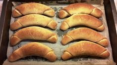 Recept na Kváskové rohlíky zo špaldovej múky - www. Hot Dog Buns, Hot Dogs, Russian Recipes, Baking, Ethnic Recipes, Petra, Breads, Polish, Brot