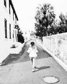 Weekend White  | New Blog Post Coming Soon! Stay Posted [Link in Bio]  #bermudablogger #islandblogger #bermuda #wearebermuda #gotobermuda #cometobermuda #blackandwhite #fblogger #lblogger #bblogger #bloggerstyle by cicissecret