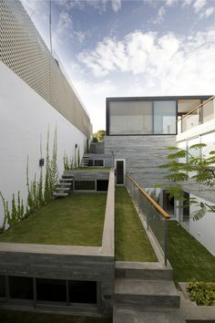 Image 14 of 21 from gallery of Spiral Garden House / arquitectos. Courtesy of Arquitectos Residential Roofing, Residential Architecture, Landscape Architecture, Landscape Design, Minimalist Architecture, Amazing Architecture, Landscape Plane, Spiral Garden, Narrow House