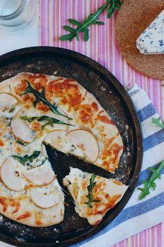Pear, Gorgonzola, and Arugula Pizza