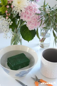 DIY - kukka-asetelma. Tee itse kukka-asetelma - katso ohjeet. Glass Vase, Home Decor, Homemade Home Decor, Decoration Home, Interior Decorating