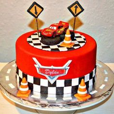 Disney cars lighting McQueen cake More Más Disney Cars Cake, Disney Cars Party, Disney Cars Birthday, Cars Birthday Parties, Car Cake Toppers, Birthday Cake Toppers, Cake Birthday, 4th Birthday, Birthday Ideas