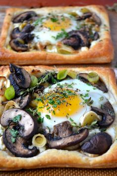 Mushroom and Egg Breakfast Pastries Mushroom and Egg Breakfast Pastries look fancy but they're easy to make using frozen puff pastry. They make an elegant presentation for brunch! Recipe credit: The View From the Great Island Breakfast Desayunos, Breakfast Pastries, Breakfast Dishes, Breakfast Recipes, Egg Recipes, Brunch Recipes, Dinner Recipes, Cooking Recipes, Pastry Recipes