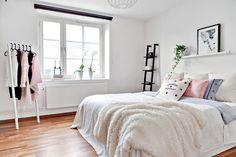 chambre minimaliste                                                                                                                                                     Plus
