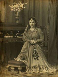 Vidya Balan Indian Vogue - gorgeous retro image